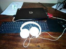 Notebook. teclado. mouse. phone philips