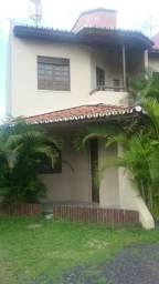 Alugo casa no Centro de Dias Davila