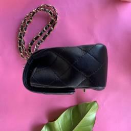 Bolsa Chanel clássica pequena couro genuíno