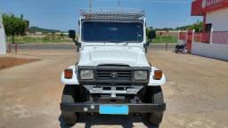 Vendo ou troco jeep toiota microônibus bandeirantes
