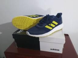 Tênis Adidas original novo.