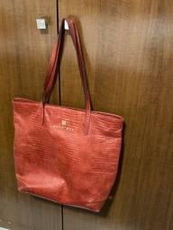 Bolsa vermelha de couro