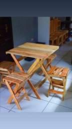 Mesa de pallete com 4 banquinho dobraves