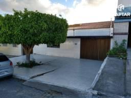 Casa com 3 quartos, sendo 2 suítes, no bairro São Francisco