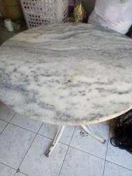 Mesa de marmore com base de 3 cadeiras de brinde