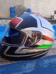 Vendo capacete novinho de marca