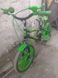 Título do anúncio: Bicicleta de criança completa com rodinha