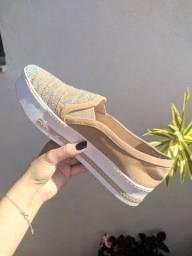 Sapato marca Gloss, brilhante.