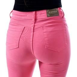 "Calça Jeans Rosa. Modelo ""Hot Pants""."