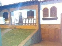 Título do anúncio: Casa a Venda com amplo terreno, documentação OK, bairro Laranjal!
