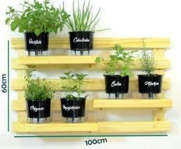 Horta vertical com 6 vasos