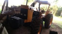 Trator Valmet 118 4x4 com guincho 33 ton