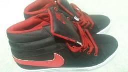 Tênis 43/44 vermelho e preto,venda ou troca