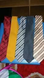 Gravatas e calça