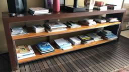 Aparador em madeira para escritório ou casa