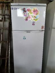 Refrigerador dako. 370 litros. 220 volts
