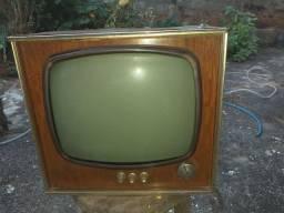 Televisão muito antiga para colecinador restaurar