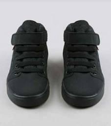 Sapato seminovo tamanho 22