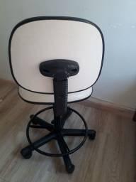 Título do anúncio: Cadeira estética balcão semi nova