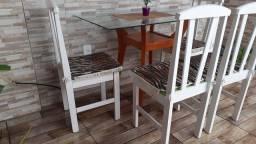 Vende-se mesa com 4 cadeiras