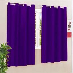 Vendo cortina de janela com o suporte