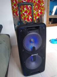 Caixa de som muito potente semi nova.