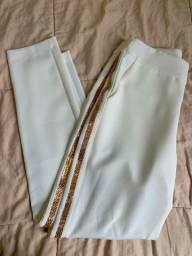Calça branca de alfaiataria c/ detalhe em strass dourado