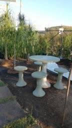 Mesa Jardim Concreto com Bancos