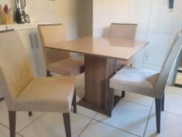 Título do anúncio: Mesa com quatro cadeiras