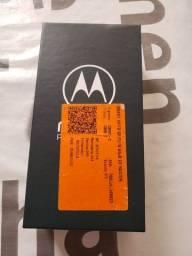 Moto g8 plus na caixa