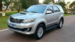 Toyota Hilux SW4 SRV 7 Lugares - 2013