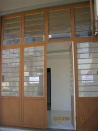 Loja 75m² + mezanino, av Bahia, 1053 pró a av São Pedro