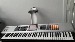 Teclado Roland Fantom X7 impecável