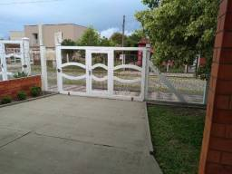Alugo Casa em Arroio do Sal, Bairro Centro, 3 Quartos, Pátio e Garagem Fechados e Alarme