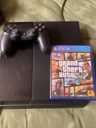 PS4 com controle novo e GTA V