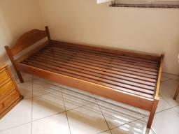 Vendo duas cama de solteiro em madeira
