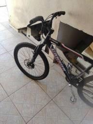 Bicicleta aro 26 com 27 velocidades.