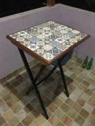 Mesa ladrilhos português, ferro e madeira. Estilo (tv tray)