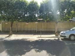 Título do anúncio: Casa com 2 quartos, sendo 1 suíte à venda, 200 m² por R$ 900.000 - Centro - Barra do Garça