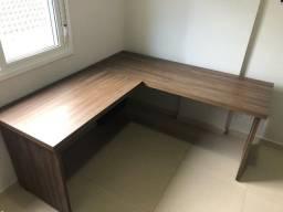 """Mesa de escritório em formado """"L"""" (MDF)"""