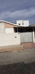 COD C-121 Casa Mangabeira 3 quartos bem localizada
