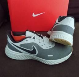 Tênis Nike Revolution 5 Cinza Tam-44 (original / novo)