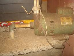 Título do anúncio: Bomba d'água (motor), com defeito (para doação)