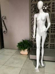 2- manequins  branco de resina com base de vidro redonda