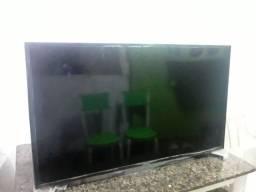 Vende-se uma tv Samsung smart 40 polegadas.tela quebrada