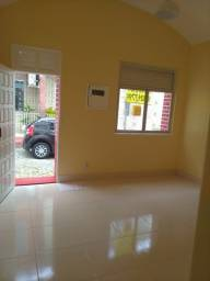 //Alugo casa no Centro próxima à Samel - 2 Qrts - garagem