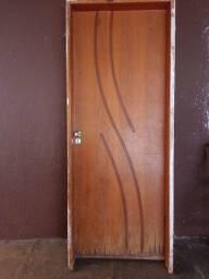 Título do anúncio: Vendo porta com batente tamanho 80 lado direito