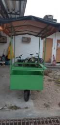 uma carroça de caldo de cana semi nova