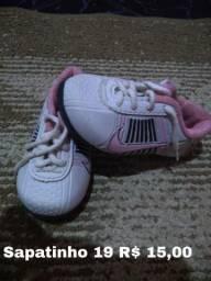 Sandalias e sapatinhos de menina