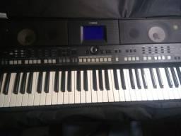 Teclado Yamaha 650